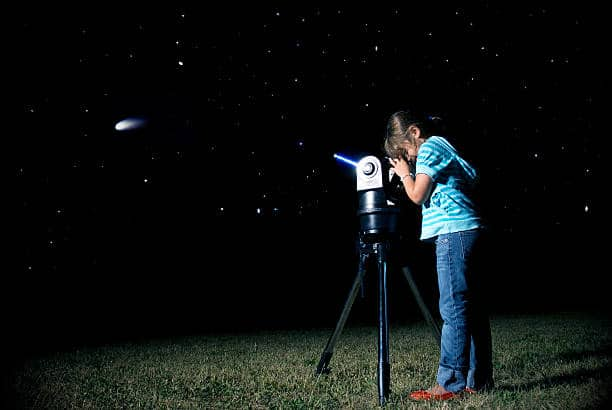 kid looking at stars
